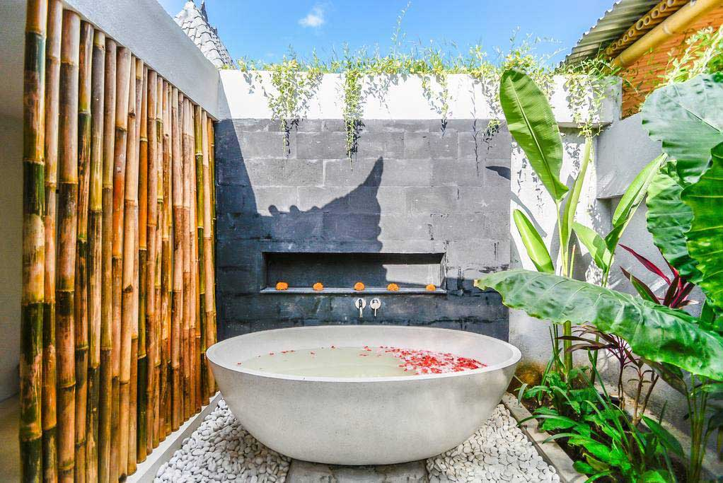 Surf House Bali Outdoor Bath